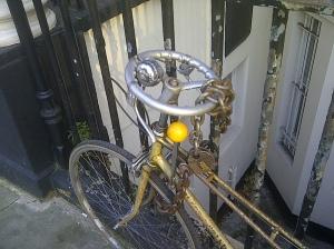 Bizarre steering gear on a bike