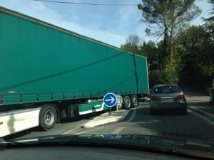 lorry stuck in Valbonne